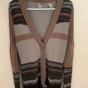 Buckle BKE cardigan.